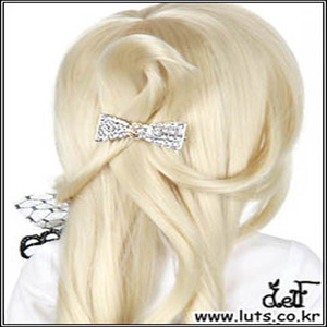 ROMANTIC RIBBON PIN (Silver)